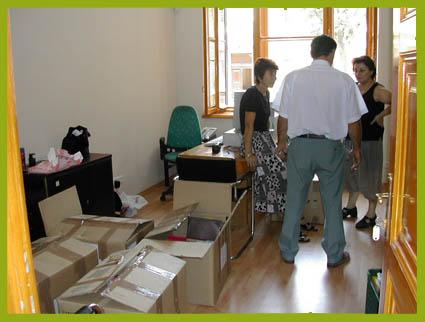 Költöztetés teljeskörű bútorszereléssel